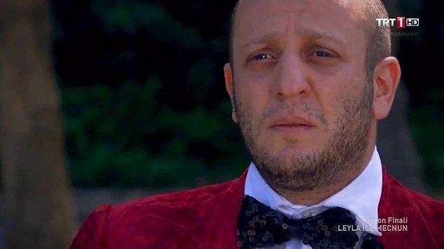 """4. """"Kalbinde rengarenk çiçekler yetiştirir İsmail Abi. O çicekler solmasın diye ağlayarak sulamak ister gibidir gözleri."""""""