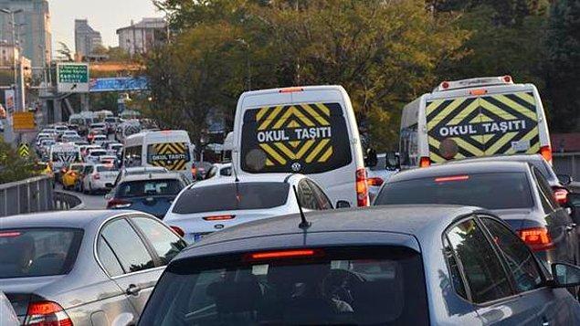 8. Okulların açılmasıyla birlikte daha bir karmaşık hale gelecek olan trafik