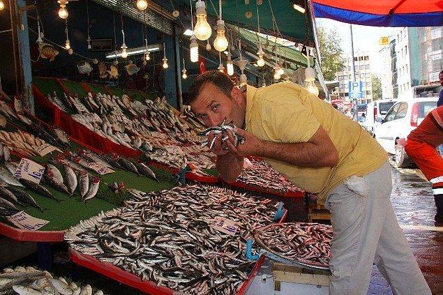 12. Geçici bir süre karpuz kavun satışı yapıldıktan sonra yerini balıklara bırakan tezgahlar