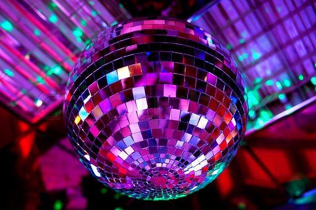 5. Yanarlı dönerli, rengarenk disko topu