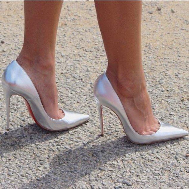 8. Estetik harikası duruşuyla her kadının sahip olmak istediği yüksek topuklu ayakkabı