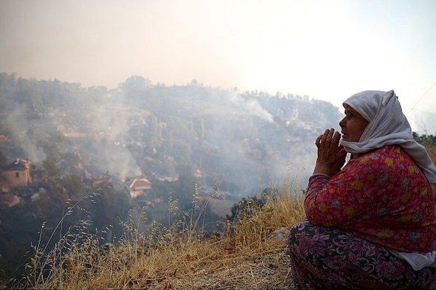 Muğla Orman Bölge Müdürü Mehmet Çelik, geçtiğimiz saatlerde yaptığı açıklamada 250 hektarın üzerinde ormanlık alanın yandığını açıkladı.