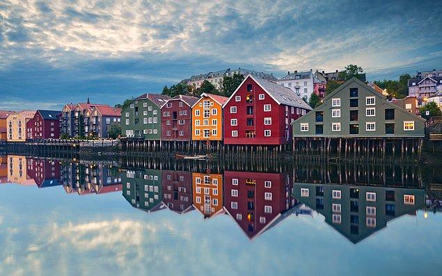 6. Balıkçılarla tanışıp ellerine krem sürerek hasret gidermek isteyenler için Norveç.