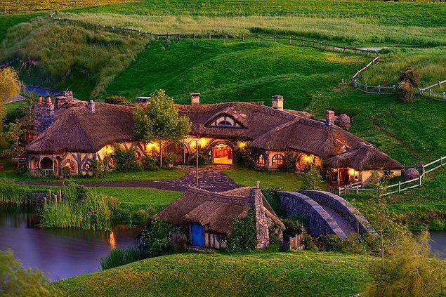 Hobbit Köyü'nü ziyaret ederken çıldıracak fanlar için şimdiden uyarı; çok daha fazlası var.