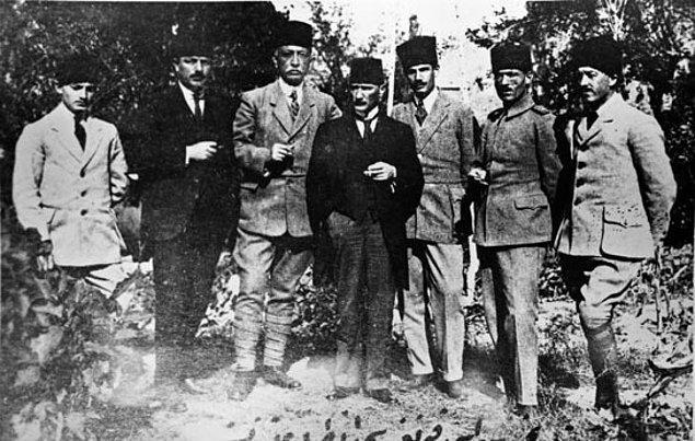 Mirliva (Tuğgeneral) Mustafa Kemal Paşa işgalden bir gün sonra Samsun yolculuğuna çıktı.
