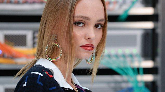 Tam adı Lily-Rose Melody Depp olan genç yıldız 27 Mayıs 1999 doğumlu, yani henüz 18 yaşında!