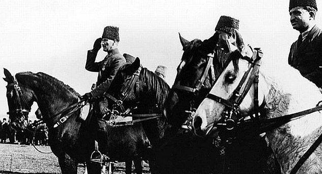 Kütahya-Eskişehir Muharebesinde Yunan harekatı başarılı oldu ve düzenli ordumuz feci bir bozguna uğradı.