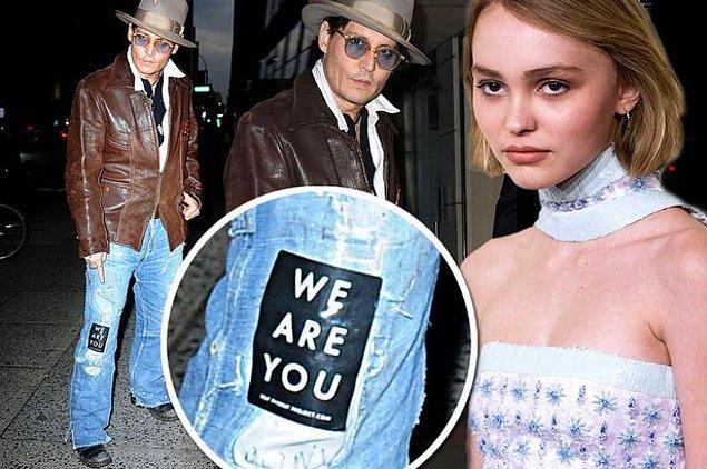 """Hiç kuşkusuz kendisine ilk destek ailesinden geldi. Babası Johnny Depp kızının yer aldığı kampanyanın sloganı olan """"We are you"""" yazılı yapıştırmayla dikkat çekti."""