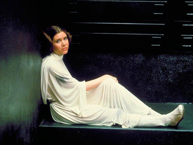 2. Star Wars'ta Prenses Leia Organa'nın baştan aşağı beyazlara büründüğü bu kostüm de en ikonikler arasında.