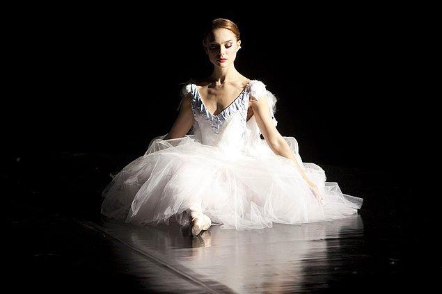 9. Black Swan filminde Natalie Portman'ın çok iyi taşıdığı balerin elbisesi.