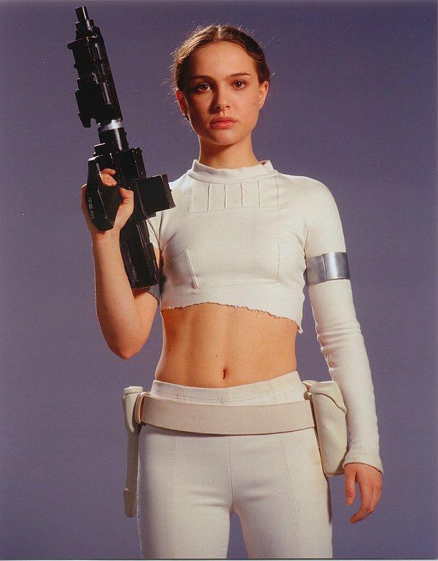 14. Star Wars'un prequel serisinde Padme karakterinin giydiği beyaz kostüm.