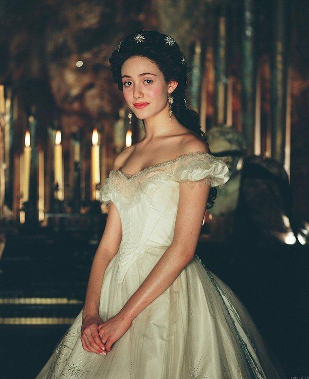 15. Operadaki Hayalet filminde Emmy Rossum'u daha bir güzelleştiren bu şahane elbise.