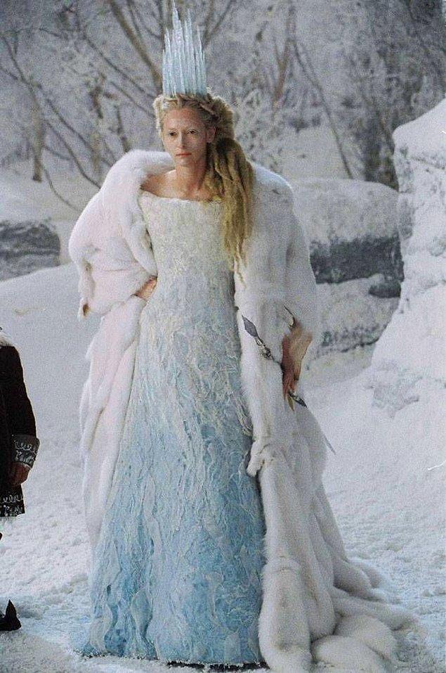 8. Narnia'da Beyaz Cadı'nın giydiği, lakabıyla da uyum sağlayan gösterişli elbise.