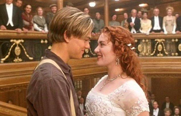 13. Titanic'te Rose'un bütün kıyafetleri güzeldi ancak kapanış sahnesinde giydiği bu beyaz elbise öne çıkanlardan biriydi.