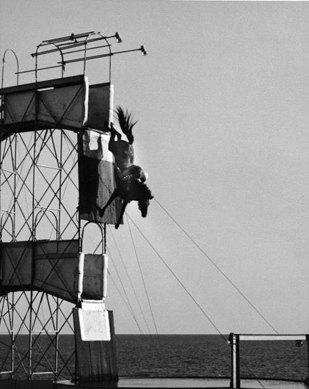 21. 1940'lı yıllarda çekildiği tahmin edilen bir fotoğraf.