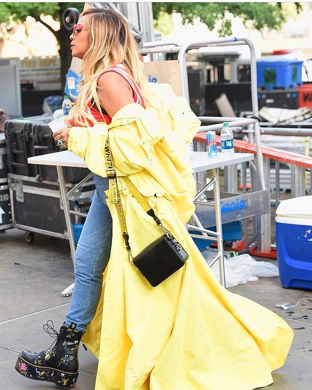 1. Kraliçe ile başlayalım! Beyonce, lakabına ve albümüne yakışır bir sarı rengi ile Made in America festivalinde görüldü.