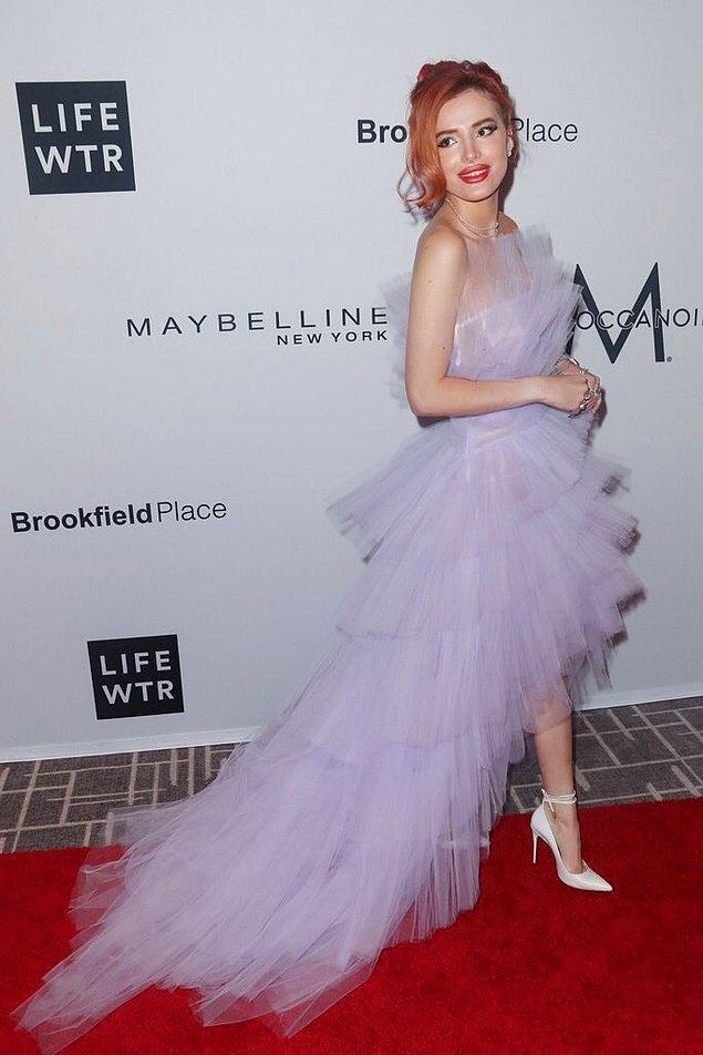 3. Bella Thorne genç yaşına rağmen yüzüne yaptırdığı estetik müdahalelerle çok eleştiri alsa da, giyimine laf etmek herkesin harcı değil!