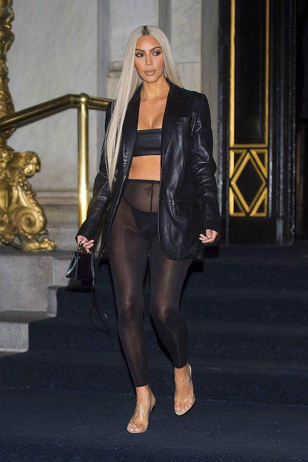 5. Ardından ise kardeşi Kendall'ın Son 10 Yılın Moda İkonu Ödülü'nü alması için katıldıkları etkinlikte giydiği TRANSPARAN TAYT ile, Kendall'ı bile gölgede bıraktı.