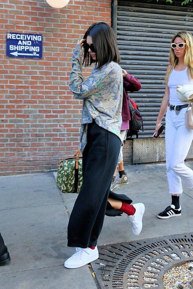 17. Kendall'ı da bir kere sokakta görüyoruz ve haftayı tamamlıyoruz.