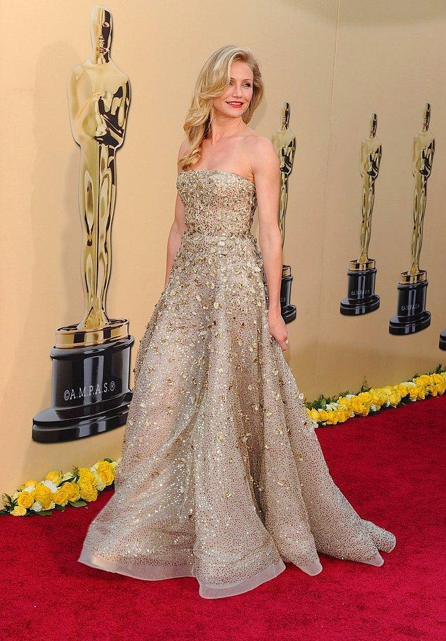 13. 2010 yılında hem altın işlemeli elbisesi hem de törene geç katılışıyla bir hayli konuşulan Cameron Diaz'ın Oscar de la Renta imzalı bu göz alıcı elbisesi 62.000$ değerinde.