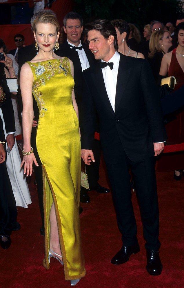 2. Biraz daha geçmişe gittiğimizde karşımıza 1997 yılındaki törene, Dior imzalı 2.000.000$'lık elbisesiyle katılan Nicole Kidman çıkıyor.