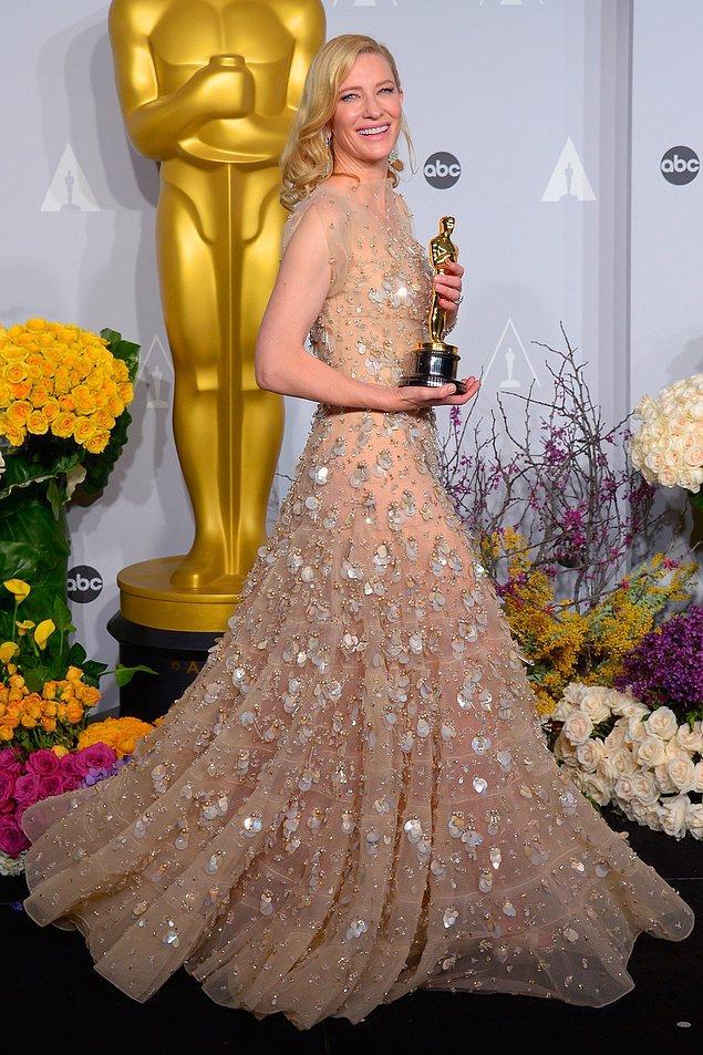 8. Elbiseleriyle her zaman iddiasını ortaya koyan Cate Blanchett'ın 2014 yılında giydiği, Armani Privé imzalı Swarovski taşlarla kaplanmış bu elbise de 100.000$ değerinde!