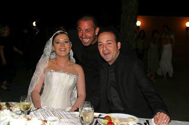 2004 yılında Özge Yılmaz ile dünya evine giren Tolga Çevik bildiğiniz gibi Cem Yılmaz'ın kız kardeşiyle evli!