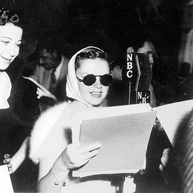 5. Ünlü medya şirketi Metro-Goldwyn-Mayer, Judy Garland'ın kilo vermesi gerektiğine kanaat getirince onu tavuk suyu çorbası, sade kahve ve günde 80 sigara içeren sıkı bir rejime başlattı.