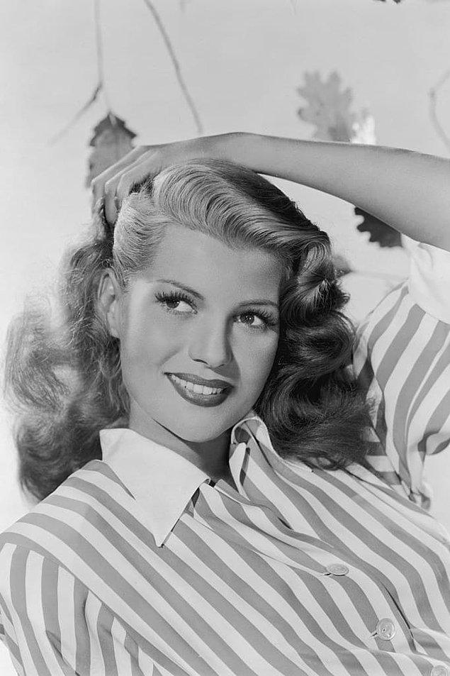 8. Rita Hayworth daha modern görünmek için yalnızca saçlarını boyamakla kalmamış bir de saç çizgisi elektrolizi yaptırmıştı. Bu acılı uygulamaya 1 yıl boyunca katlanmış olması şaşırtıcı!