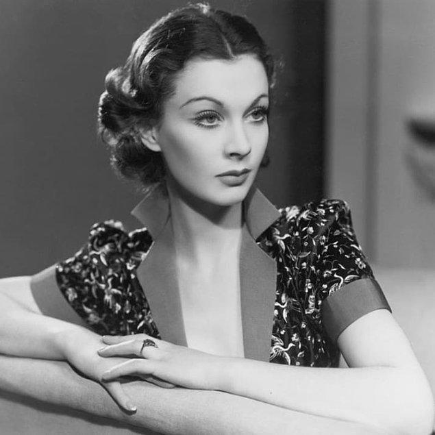 14. Yönetmen Victor Fleming daha abartılı bir dekolte için kostüm tasarımcısı Walter Plunkett'ten Vivien Leigh'in göğsünü bantlamasını istemişti.