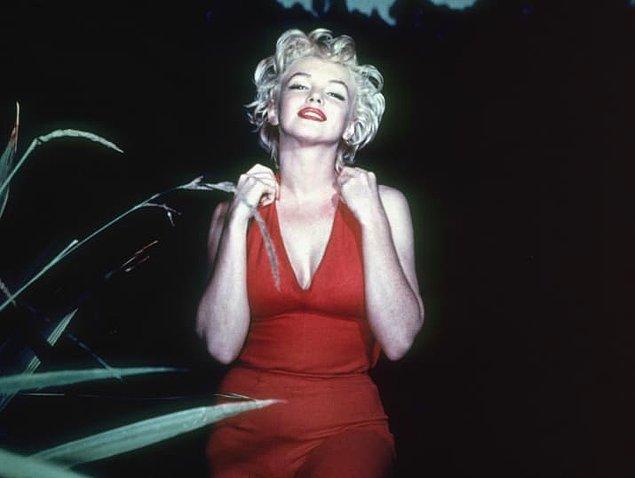 19. Marilyn Monroe kırmızının en güzel tonunu yakalamak için 5 farklı ruj ve parlatıcı kullanıyordu.