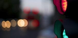 Trafikte Yeni Uygulama Yolda: Kırmızı Işıkta İki Kez Geçenin Ehliyetine El Konulacak