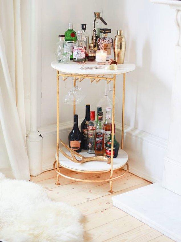 4. En sevdiğiniz içkiler ya da içecekler için bir köşe yaratmaya ne dersiniz? Şık olduğu kadar kolay...