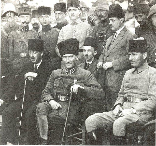 Mustafa Kemal Paşa Samsun'a çıkar çıkmaz Genelkurmay'a gönderdiği raporun hemen ardından, ailesine de durumunu haber verdi.