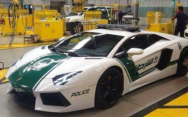 14. Bu polis arabası bildiğimiz Lamborghini 😳