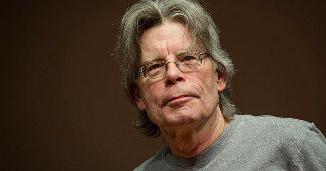 6. Stephen King'in ciddi bir bir alkol ve kokain bağımlılığı varmış ve bunu 8 yıl boyunca ailesinden gizlemeyi başarmış.