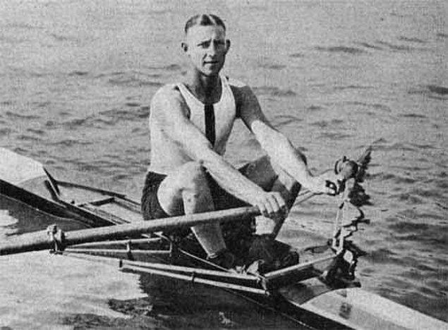 8. 1928 Olimpiyatlarında kürek çekme müsabakalarından birinde Avustralyalı Bobby Pearce yarışın ortasında durup karşıdan karşıya geçen ördek ailesine yol vermiş ve buna rağmen birinci gelmiş.