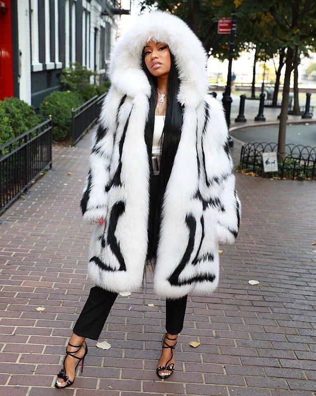10. Sükse yapma konusunda son derece başarılı olan Nicki Minaj, 19 bin dolarlık kürkü ile katıldı