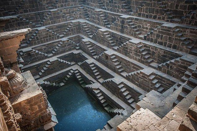 4. Chand Baori (Abhaneri, Hindistan)