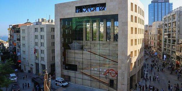 Bundan böyle Yapı Kredi Kültür Sanat'ın Galatasaray'daki yenilenen binasında tekrardan yükselecek olan heykelin artık güvende olduğu düşünülse de, bu yeni lokasyonun sanatseverlerde bir burukluk yarattığı da bir gerçek.