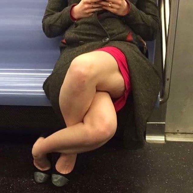17. Bu kadının bacak bacak üstüne atma şekli.