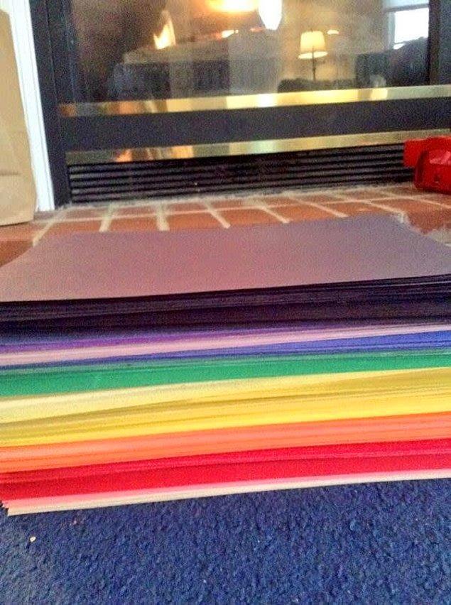 10. Bunu yaşamamak için rengarenk konstrüksiyon kağıtlarını kullanabiliriz.