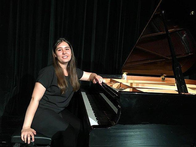 'Chopin Nocturne Op. 27 No.1 ve Adnan Saygun Etude Op. 38 No.1' adlı eserleri seslendiren Damla Koşar birinci oldu.
