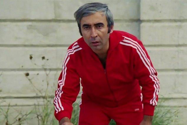 """Kariyerinde dönüm noktası herkesin yakından bildiği, 1975 yapımlı Hababam Sınıfı filmindeki """"Badi Ekrem"""" tiplemesiyle oldu."""