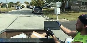 Çöp Toplayarak Ünlenen Adamın, Çöpleri Karıştırdığı Sırada PS4 Bulması