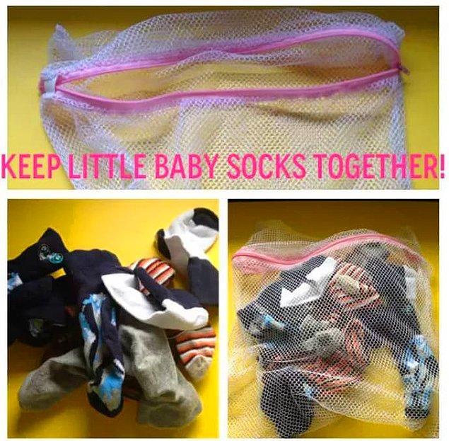 4. Minnoş küçük çorapları çamaşır torbasında yıkayın ki kaybolmasın malum küçücük.