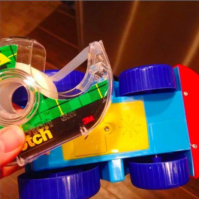 14. Yüksek sesli oyuncakları bantlayıp sessizliğe ulaşmak mümkün.