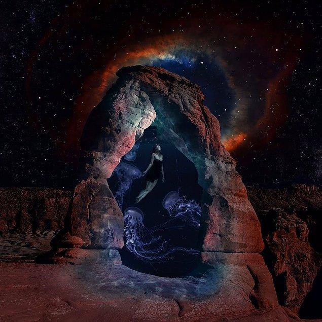 8.Doğanın renklerini görsellerine işleyerek gölgelere ve ışığa hükmedebiliyor, ve ortaya inanılmaz görseller çıkarıyor.