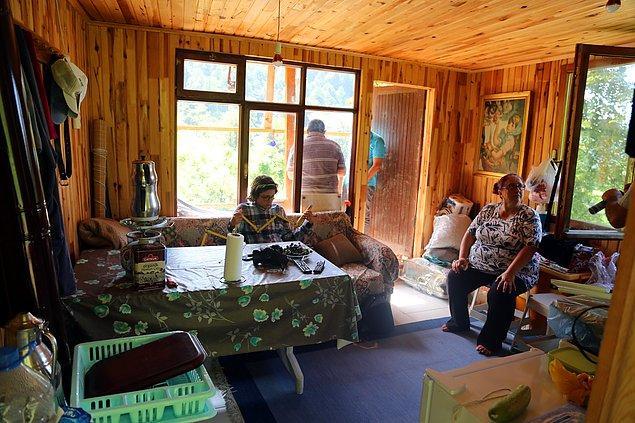 Evin üzerine kurduğu güneş panellerinden elektrik üreten Eren, tüm elektrikli ev aletlerini de bu sayede çalıştırıyor.