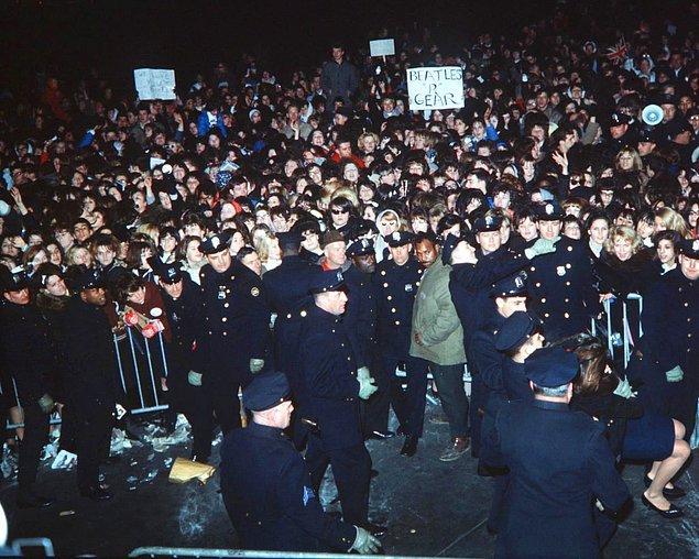 13. Polisler olmasa hallerini düşenemiyoruz!